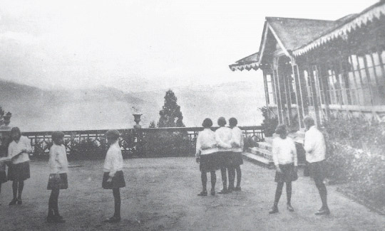 eecfc3a5edf10 Figure 10 Loreto Darjeeling  middle-class schoolgirls taking in the air in  the hills. © IBVM (Loreto) Institute and Irish Province Archives (Dublin).